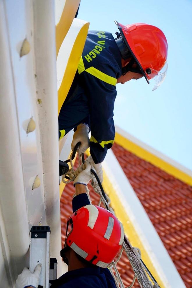 Diễn tập cứu nạn ở điểm vui chơi cao 40m - Ảnh minh hoạ 10