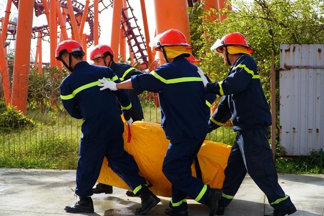 Diễn tập cứu nạn ở điểm vui chơi cao 40m - Ảnh minh hoạ 11