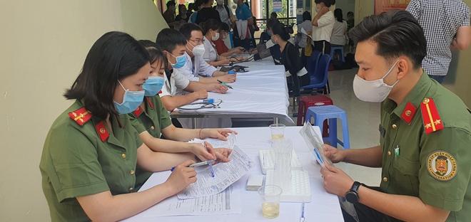 Hàng trăm CBCS ở Đà Nẵng tham gia hiến máu tình nguyện