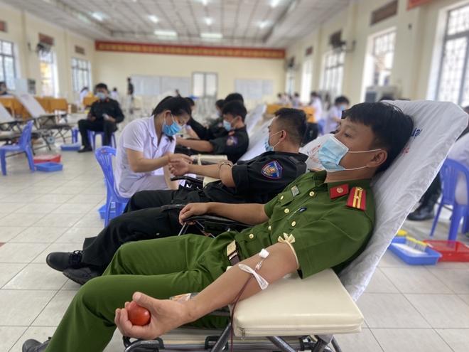 Tiểu đoàn Cảnh sát đặc nhiệm số 3 hiến máu tình nguyện