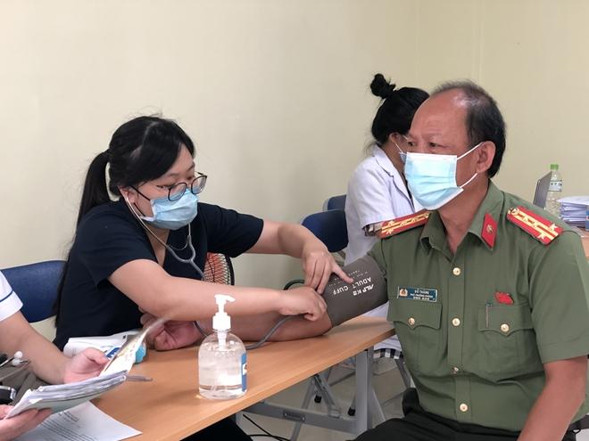 Công an nơi tuyến đầu chống dịch được tiêm vaccine phòng COVID-19 - Ảnh minh hoạ 4