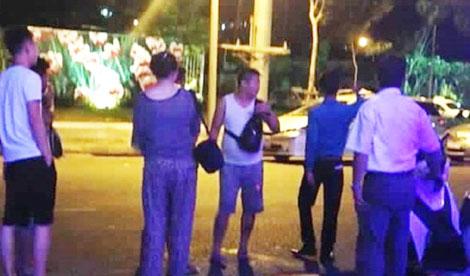 Hình ảnh phản cảm và xem thường pháp luật của nhóm du khách Trung Quốc