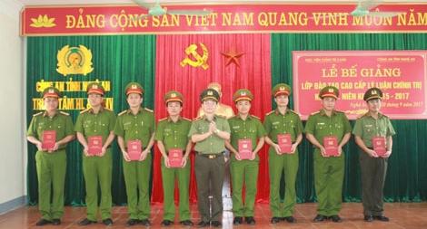 Bế giảng lớp đào tạo trình độ Cao cấp Lí luận chính trị khóa 3 tại Nghệ An
