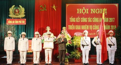 Giữ vững thành tích ở đơn vị 24 năm liên tục được nhận cờ thi đua