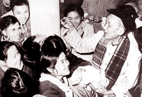 Bác Hồ chúc Tết nhân dân Hà Bắc năm 1967. (Ảnh tư liệu)