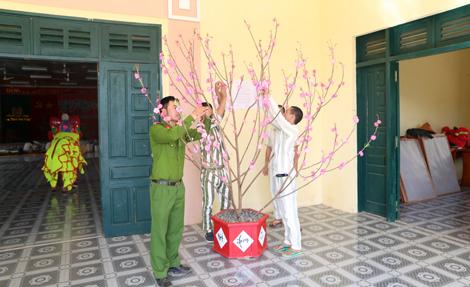 Trại giam Đắk P'lao tổ chức cho phạm nhân vui Xuân đón Tết