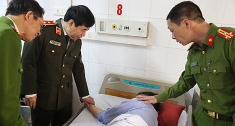 Tổng cục Hậu cần – Kỹ thuật thăm hỏi, động viên các chiến sỹ PC&CC bị thương