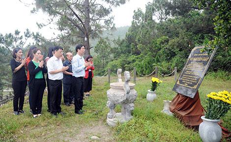 Báo CAND dâng hương tưởng niệm Đại tướng Võ Nguyên Giáp
