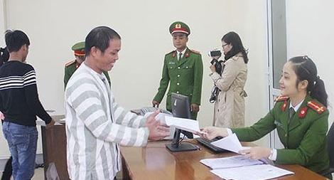 Công bố quyết định tha tù trước thời hạn có điều kiện cho 2 phạm nhân