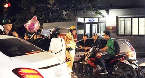 Một đêm theo chân lực lượng 141 đảm bảo bình yên cho Thủ đô