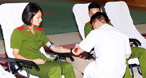 650 đoàn viên Đại học PCCC tham gia hiến máu tình nguyện