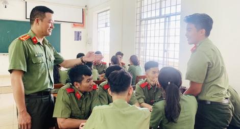 Thầy giáo trưởng thành nhờ nghị lực vượt khó