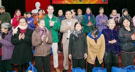 Heineken Việt Nam tặng hơn 1 tỷ đồng quà Tết cho các gia đình khó khăn