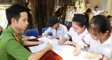 Cấp căn cước công dân cho học sinh phục vụ kỳ thi THPT ngày thứ 7, chủ nhật