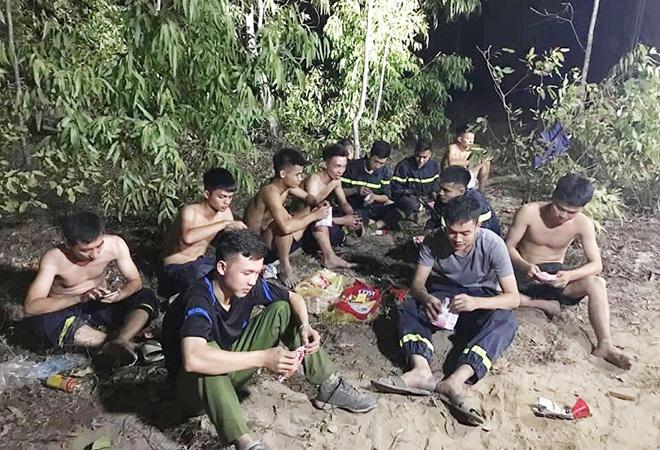 Những người ngày đêm căng mình trong biển lửa để giữ rừng ở Hà Tĩnh - Ảnh minh hoạ 12