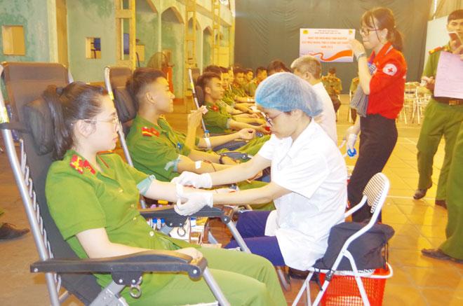 Tưng bừng ngày hội hiến máu tình nguyện