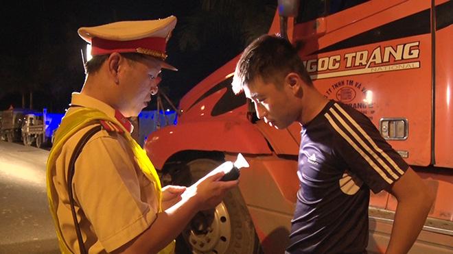 Phát hiện, tịch thu giấy phép lái xe 13 tài xế dương tính với ma túy - Ảnh minh hoạ 2