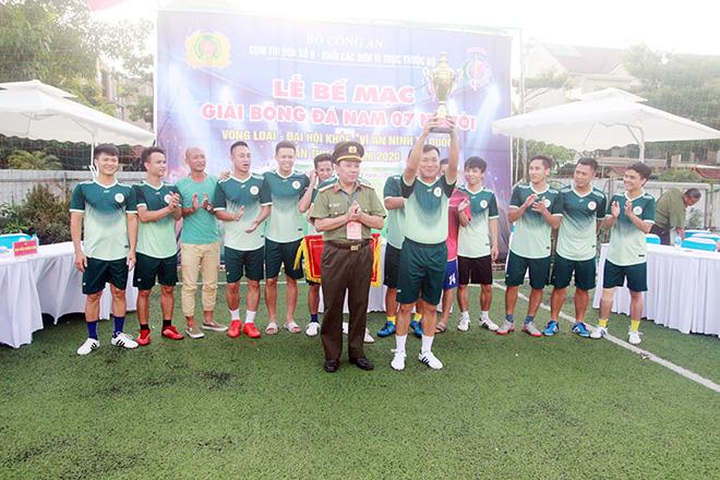 Cục Hậu cần Vô địch Giải bóng đá Cụm thi đua số 9
