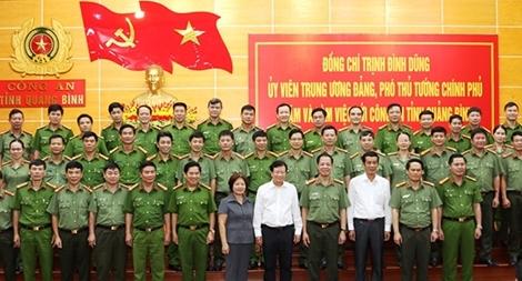 Phó Thủ tướng Trịnh Đình Dũng thăm và làm việc với Công an tỉnh Quảng Bình