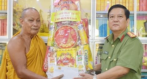 Công an tỉnh Bạc Liêu chúc mừng lễ Sen Dolta 2019 của đồng bào Khmer