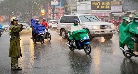 Lực lượng CSGT chủ động đảm bảo ATGT trong mùa mưa bão