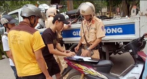 Sự cần thiết trang bị súng tiểu liên, súng trường cho Cảnh sát giao thông