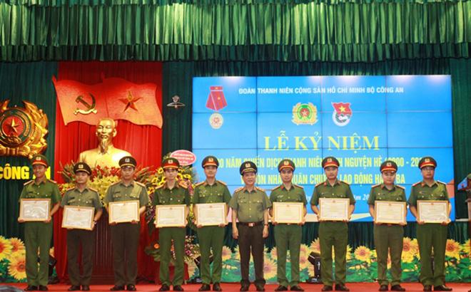 Đoàn Thanh niên Bộ Công an đón nhận Huân chương Lao động hạng Ba - Ảnh minh hoạ 3