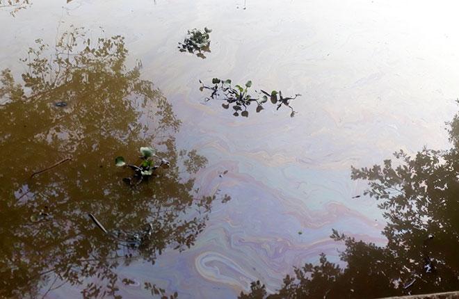 Khẩn trương khắc phục sự cố tràn hơn 7 khối dầu ra môi trường