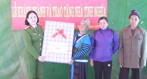 Bàn giao nhà tình nghĩa cho thân nhân liệt sỹ Thao Văn Súa