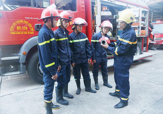 Một người miệt mài với những sáng kiến dành cho lính chữa cháy