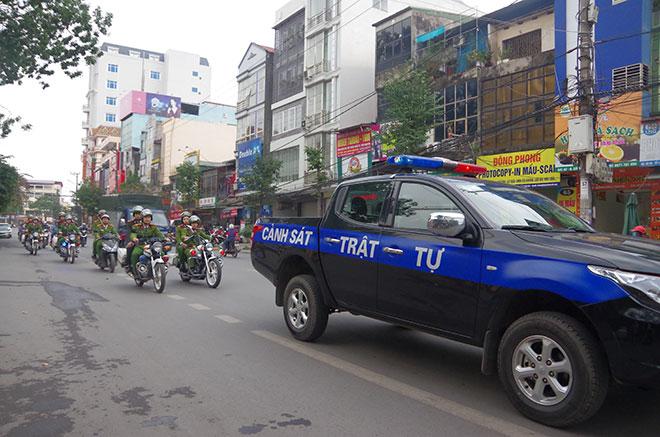 Tổ chức tuyên truyền pháp luật về an toàn giao thông, vũ khí, vật liệu nổ