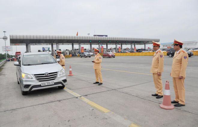 Cục trưởng Cục CSGT kiểm tra công tác xử lý vi phạm nồng độ cồn trên cao tốc Hà Nội – Hải Phòng - Ảnh minh hoạ 2