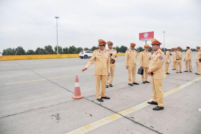 Cục trưởng Cục CSGT kiểm tra công tác xử lý vi phạm nồng độ cồn trên cao tốc Hà Nội – Hải Phòng