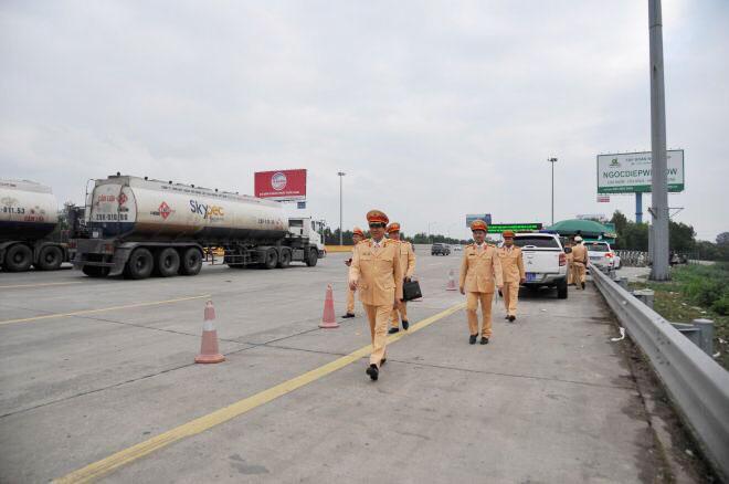 Cục trưởng Cục CSGT kiểm tra công tác xử lý vi phạm nồng độ cồn trên cao tốc Hà Nội – Hải Phòng - Ảnh minh hoạ 3