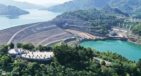 Thủy điện Hòa Bình chủ động điều tiết nước cho việc sản xuất điện