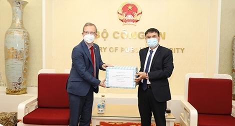 Bộ Công an đẩy mạnh hợp tác với các cơ quan thực thi pháp luật các nước ngăn chặn dịch COVID-19