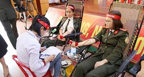 """""""Ngân hàng máu sống"""" – Cầu nối giúp nhiều người  được tái sinh"""