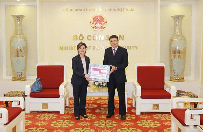 Bộ Công an Việt Nam hỗ trợ Bộ Nội vụ Singapore đẩy lùi dịch COVID-19 - Ảnh minh hoạ 2