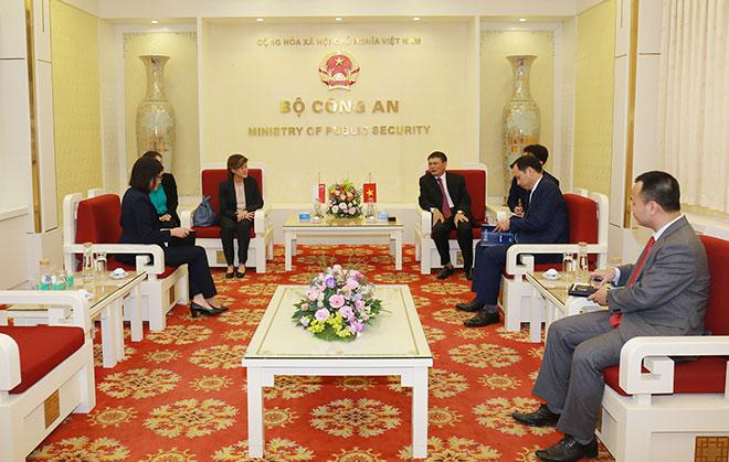 Bộ Công an Việt Nam hỗ trợ Bộ Nội vụ Singapore đẩy lùi dịch COVID-19