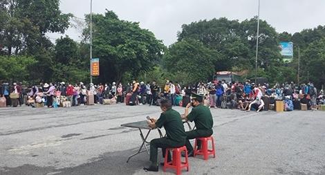 Tiếp nhận lưu học sinh Lào trở lại học tập