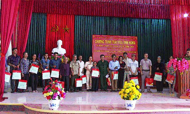 Đoàn thanh niên và Hội phụ nữ Công an tỉnh Thái Bình báo công dâng Bác - Ảnh minh hoạ 2