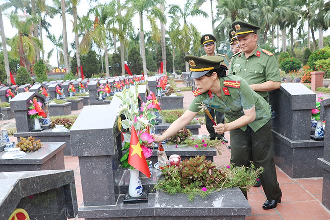 Cục Y tế dâng hương, dâng hoa tại Nghĩa trang Liệt sĩ Nhổn - Ảnh minh hoạ 5