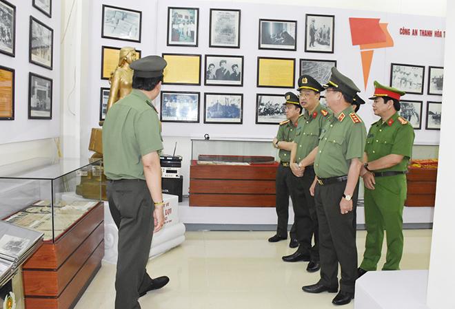 Thứ trưởng Nguyễn Văn Thành kiểm tra công tác chuẩn bị ĐH Đảng bộ CA tỉnh Thanh Hóa - Ảnh minh hoạ 3