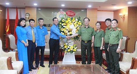 Lãnh đạo Bộ Công an chúc mừng Tổng Liên đoàn Lao động Việt Nam