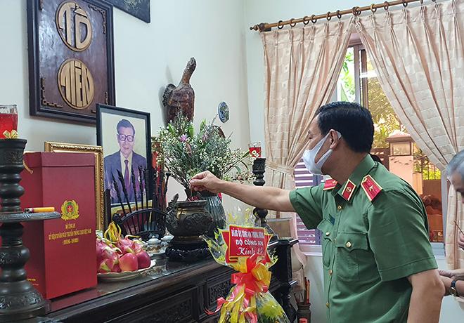 Thứ trưởng Lê Tấn Tới thăm gia đình các đồng chí nguyên lãnh đạo Bộ Công an - Ảnh minh hoạ 2
