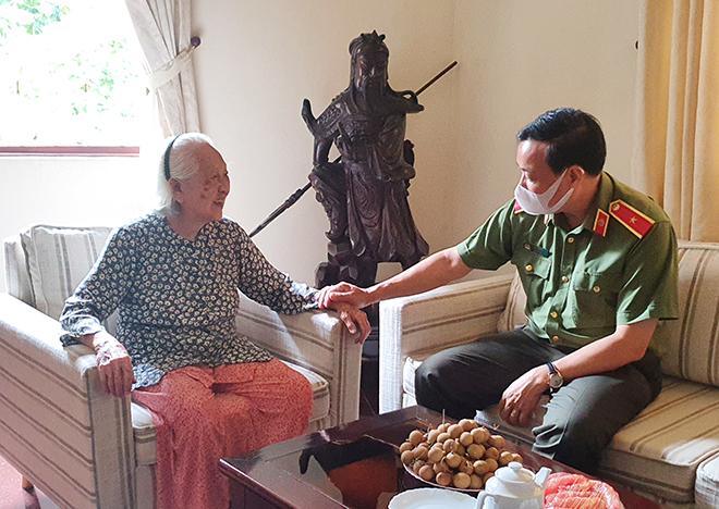Thứ trưởng Lê Tấn Tới thăm gia đình các đồng chí nguyên lãnh đạo Bộ Công an - Ảnh minh hoạ 4