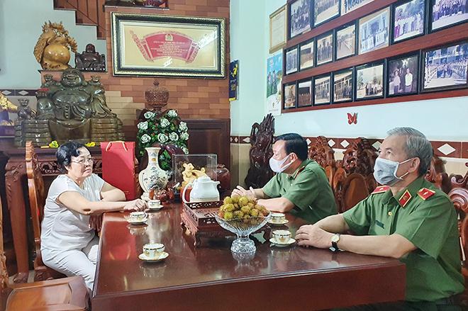Thứ trưởng Lê Tấn Tới thăm gia đình các đồng chí nguyên lãnh đạo Bộ Công an