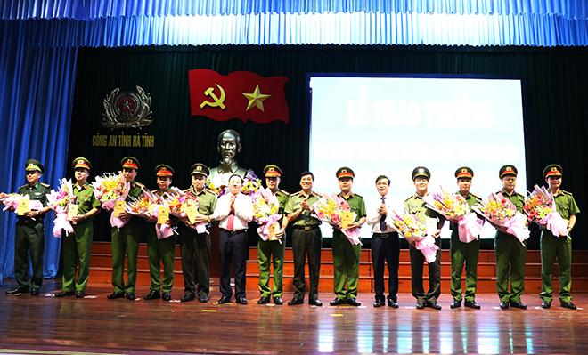 Công an Hà Tĩnh khen thưởng các đơn vị có thành tích xuất sắc