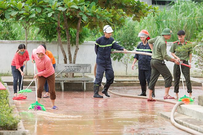 Công an bám địa bàn, giúp trường học, khắc phục hậu quả bão số 5 - Ảnh minh hoạ 6