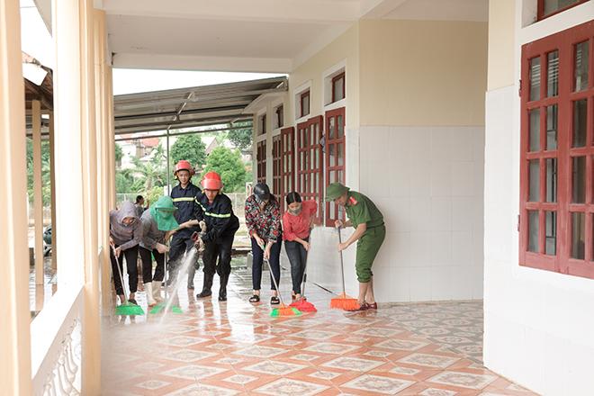 Công an bám địa bàn, giúp trường học, khắc phục hậu quả bão số 5 - Ảnh minh hoạ 4